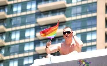 Toronto-Pride-Parade-2011-Rooftop-Crowd-1 (1)