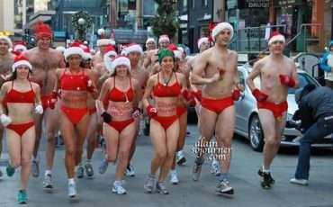 2011-Toronto-Naked-Santa-Speedo-Run-1