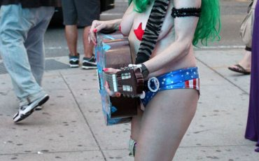 New-York-City-Naked-Cowgirl-at-Times-Square-1