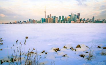 Frozen Toronto Lake Ontario Winter5
