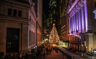 Christmas-in-Wall-Street-New-York-1