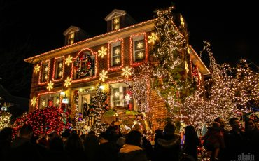 Dyker-Heights-Christmas-Lights-in-Brooklyn-New-York-20