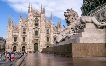Piazza del Duomo Milan Italy 9