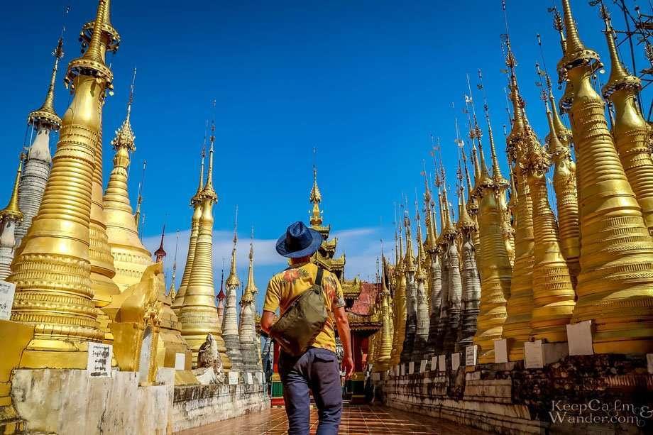 Shwe Inn Dein Stupas (Lake Inle, Myanmar).