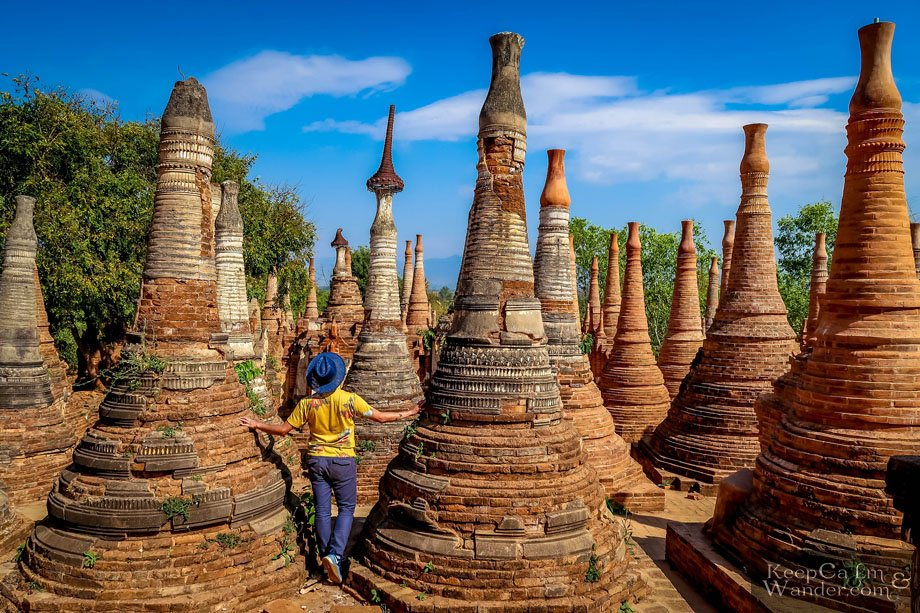 Tourist attractions at Lake Inle (Myanmar).