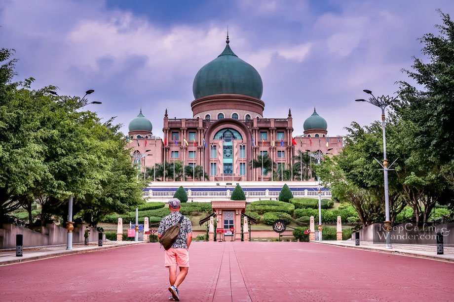 A Walking Tour in Putrajaya - Without a Map (Day Trip from Kuala Lumpur)
